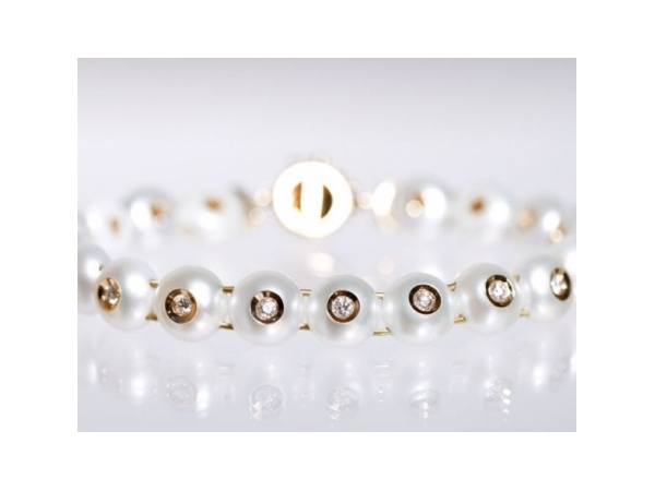 Pearl Bracelet by Galatea